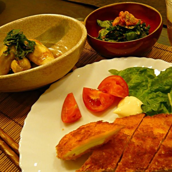 今日も暑かった〜栄養つけて乗り切らないと - 95件のもぐもぐ - チーズカツ、蒸し茄子の胡麻和え、モロヘイヤのキムチ漬け by masako