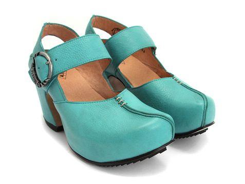 Vegetable tanned, recycled cork shoes - http://www.fluevog.com/code/?w[0]=gender%3Awomen[1]=attribute%3ASandal=1=detail=1=3361