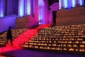 In a smart move that avoided the complications that come with laying carpet over stairs—especially on a snowy night in New York—the event's producers projected a strip of red light over the library's front steps, effectively creating a virtual red carpet that led to the entrance. Hundreds of LED candles sat on either side of the illuminated pathway.