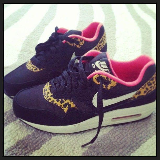 Nike AIR FORCE 1 LOW WOMENS Black/Black Hype DC