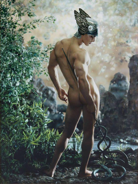 Pierre et Gilles, «Mercure», 2001 (modello: Enzo Junior), fotografia dipinta, pezzo unico, 117,3 × 87 cm Collezione privata © Pierre et Gill...