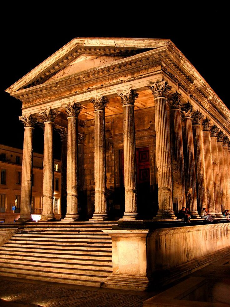 Maison Carrée - the only completely preserved temple of the ancient roman world. Built in year 16 AD, Nîmes, France