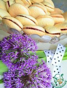 """""""Вафельное печенье"""": Мука пшеничная— 290 г Сахар— 225 г Яйцо куриное— 4 шт Ванилин— 1 пакет. Разрыхлитель теста— 1 ч. л. Варенье(джем) — 350 г"""