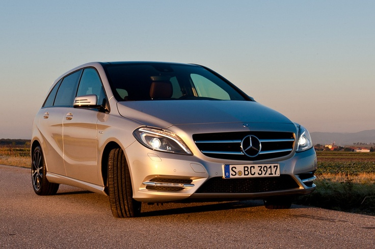 Mercedes-Benz B200 [Fuel consumption combined: 5,8-5,6 (l/100 km) CO2 emission combined: 134-130 g/km] #mbhess #mbcars #mbbclass