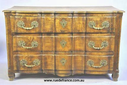 ANTIQUE FRENCH WALNUT 18th CENTURY CHEST OF DRAWERS - COMMODE