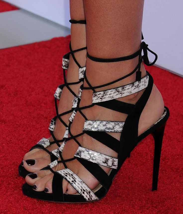 Gwyneth-Paltrow-Feet-1518133.jpg (2100×2450)