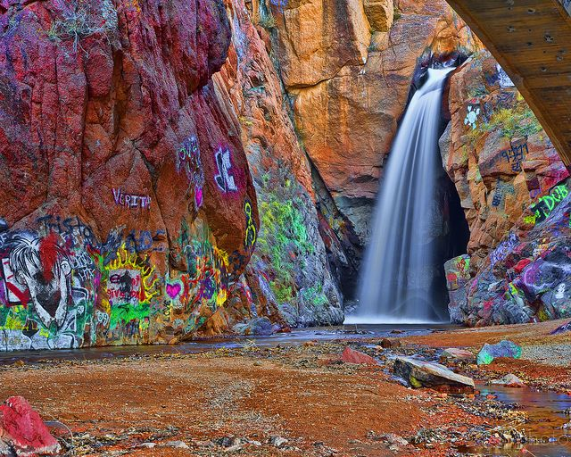 manitou springs graffiti waterfall...I want to take pictures here!!
