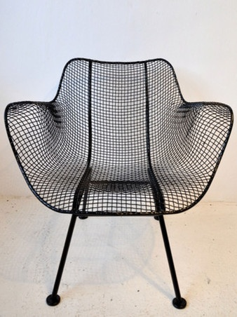 Wire mesh chair designed by Russell Woodward in the 1950's. #cedarbend