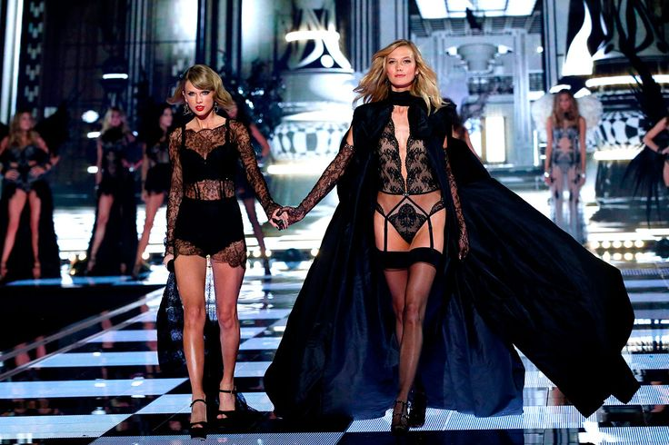 Taylor Swift y Karlie Kloss: http://www.gq.com.mx/mujeres/articulos/desfile-victorias-secret-fashion-show-2014-en-londres-inglaterra/3351