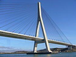 Puente internacional del rio Guadiana, cerca de la desembocadura. el rio es la frontera natural con Portugal.