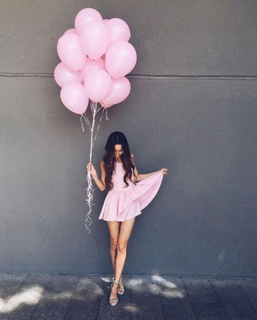 Photoshoot inspiration for young girl | Pink balloons and dress