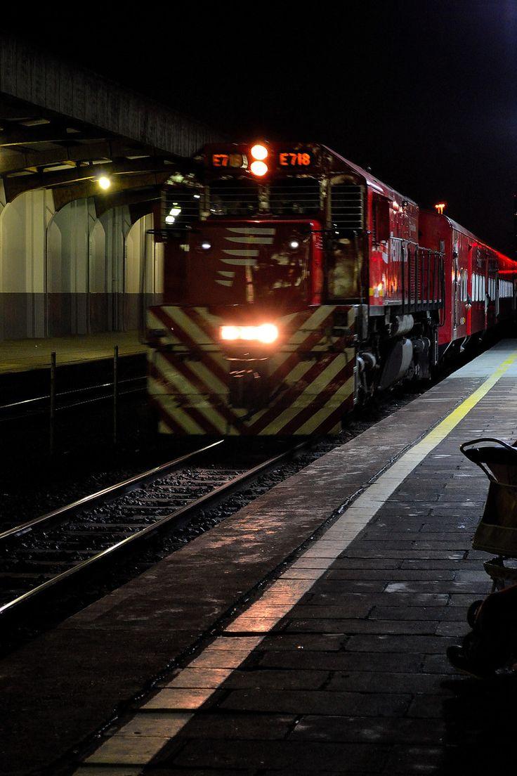 Tren llegando a la 'Estaciòn Retiro', Buenos Aires, AR / por carlos villavicencio en 500px