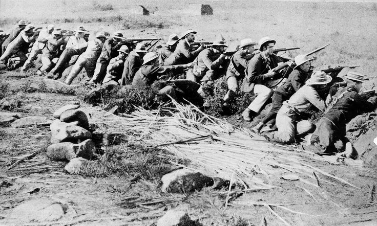 Boer troops lining up in battle against the British during the South African War (1899–1902)