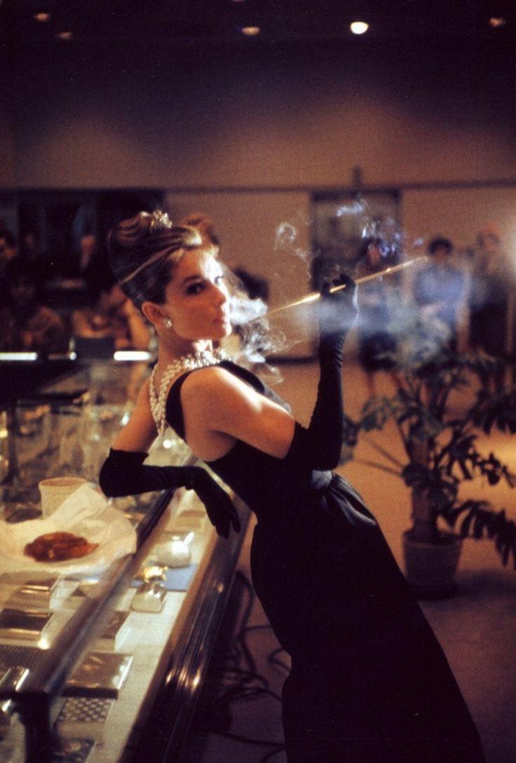 Знаете, что такое настоящий стиль? Авотон -  Одри Хепберн на съемках фильма «Завтрак у Тиффани», 1961 год.