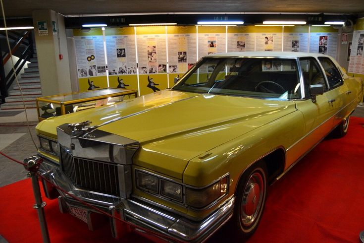 Direttamente da Graceland arrivano a Taormina alcuni dei più preziosi oggetti che hanno segnato la carriera artistica di Elvis Presley. La leggenda del Rock'n Roll rivive qui, in due piani del Palacongressi, attraverso i suoi preziosi abiti di scena tra film e concerti, le chitarre come la Fe