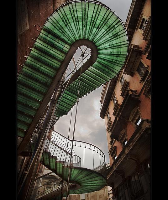 Milano architecture: via di fuga.