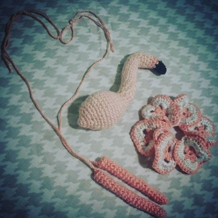 jaqueglitter:: Vindo mais uma fofura  #flamingo #amigurumi #madelenon @handmadelenon