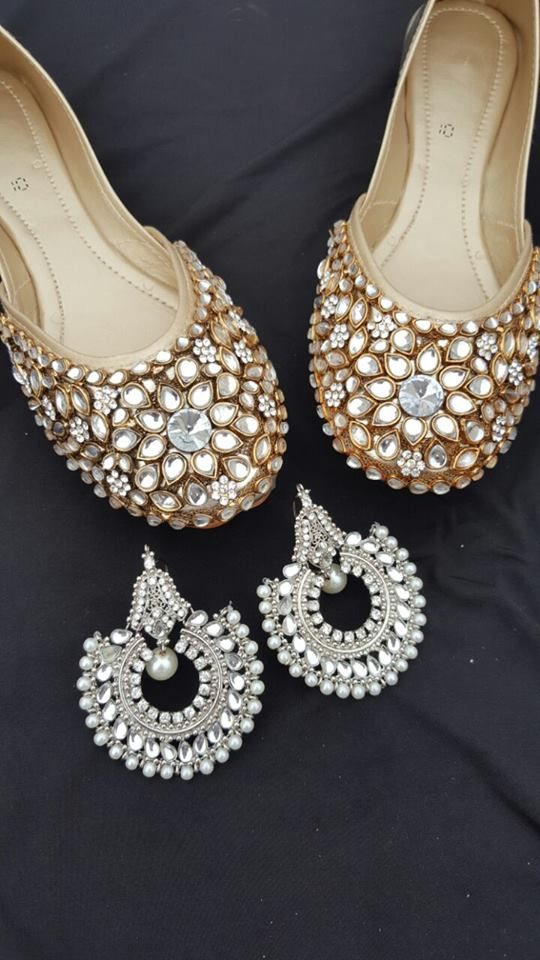 Code : Fk 0011 PRICE For khussa only 3500 RS Earrings price : 1500  sizes 36 to 42 availble