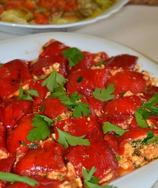 gemyeli mutfaktayız-izmir resimli yemek tarifleri-hamur işleri-tatlılar-tuzlular: Cevizli Biber Dolması (Bodrum yöresi)