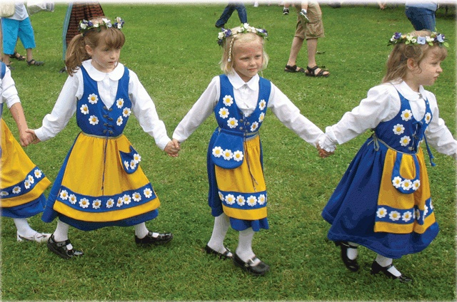 Midsommar traditions #Sweden
