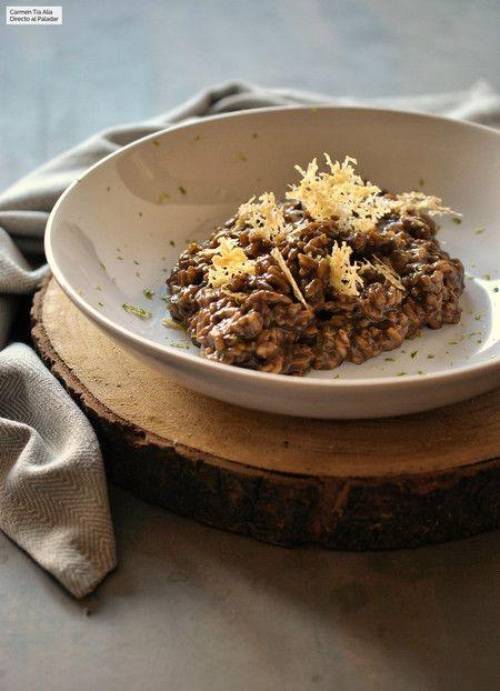 Risotto de ajo negro con crujiente de Parmesano