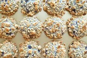 siriously delicious: Bisquick Blueberry Muffins with Crumb Topping