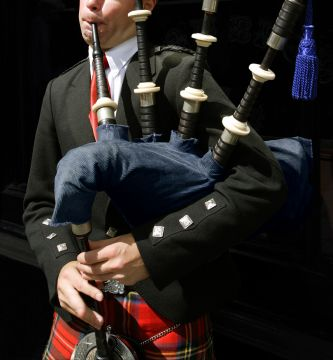 Listen to the unique sounds of our bagpipes, experience a splash of colour, combined with satisfaction and hire bagpipers or a pipe band for an unforgettable and enjoyable experience. Available for wedding ceremonies, wedding receptions and wedding anniversaries.
