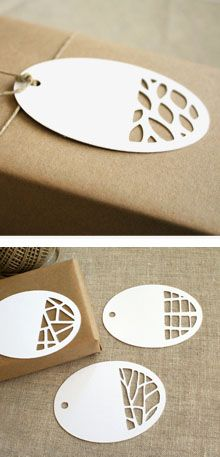 clever use of paper cutting for original gift tags utilisation intelligente de 'paper cutting' pour des etiquettes cadeaux originales