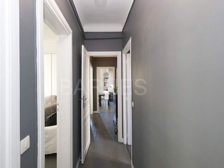 Couloir chic blanc et gris