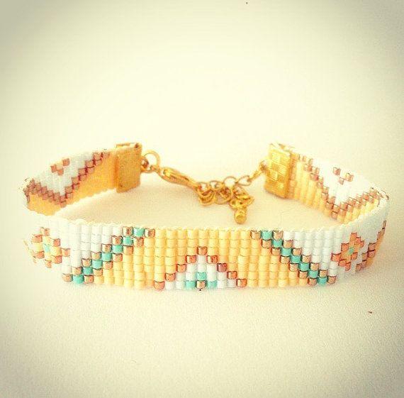 Tribal bead loom bracelet  friendship bracelet por OceanGlowJewelry