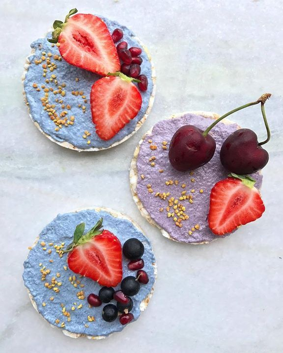 Rice cakes & cashew cream mixed with natural blue & red matcha. The blue one turned into purple with a little bit of magic of lemon juice!