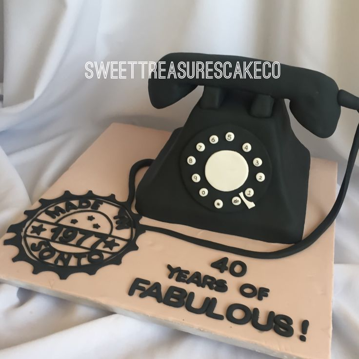 Celebrated my sisters big 40 with this vintage telephone cake... Yes! She looooves all things vintage and of course .... talking on the phone  . #southafrica #johannesburg #celebrations #party #customcakes #vintage #40 #sweettreasures #sweettreasurescakeco  #madein1977 #40yearsoffabulous #sister #birthday