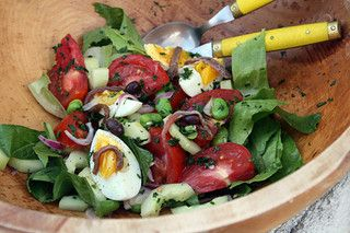 Salade Niçoise : A French composed salad with tuna, green beans, hard