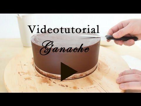 Como cubrir un pastel con ganache o betun de mantequilla - YouTube