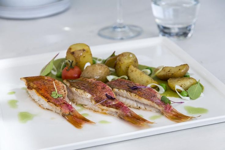 We recommend a dish of fresh fish garnished with vegetables next time you are at the Thioni restaurant of the Semeli hotel. A mind blowing gastronomic experience. http://www.semelihotel.gr/thioni-restaurant-mykonos/  #Semeli #SemeliHotel #Mykonos
