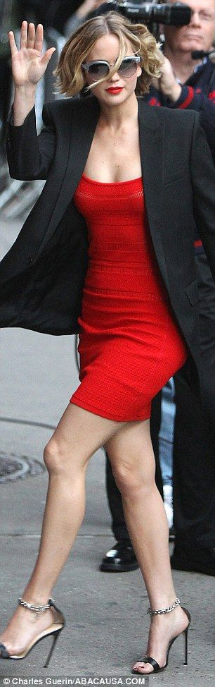 Jennifer Lawrence oozes glamour in skintight red frock #dailymail