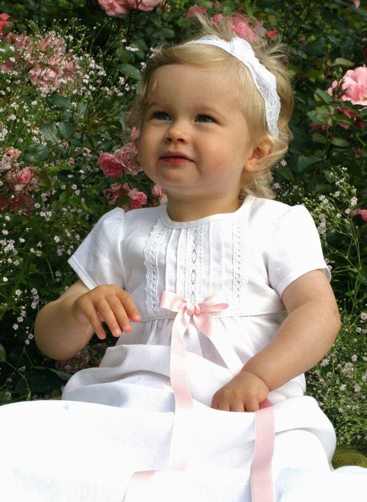 Linne dopklänning, dåpskjole, christening gown in linen, https://www.graceofsweden.com/sv/dopklaenningar/dopklaenning-tradition-vit