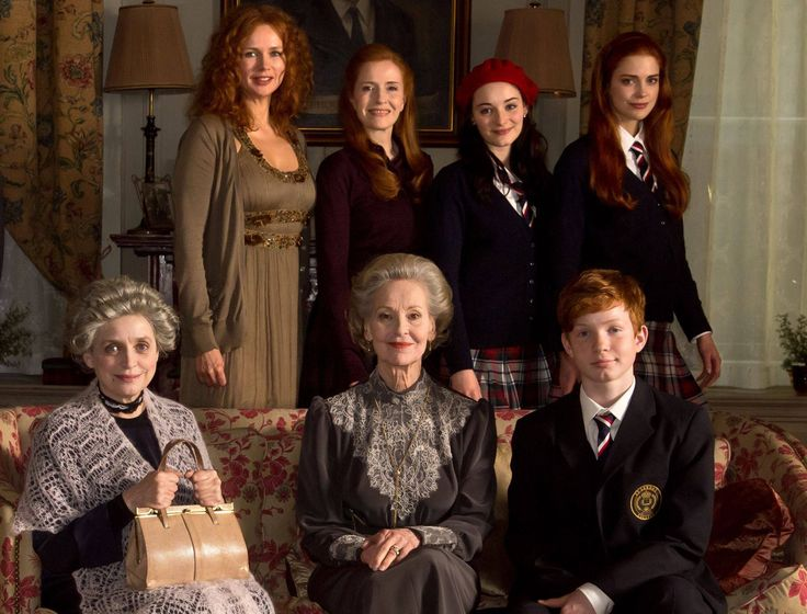 Familie Montrose - Garce (Veronica Ferres), Glenda (Sibylle Canonica), Gwendolyn (Maria Ehrich), Charlotte (Laura Berlin), Tante Maddy (Katharina Thalbach), Lady Arista (Gerlinde Locker) & Nick (Levin Henning)
