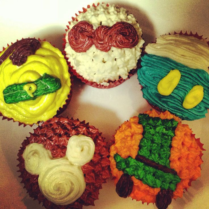 Disney cupcakes. Classic character, Mickey, Minnie, Pluto, goofy and Donald Duck