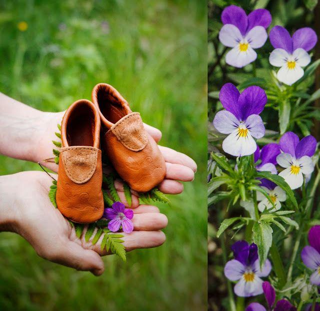 Evelinas Ekologiska: Ekologiska barnkläder från Kläppi! www.klappi.se #Ekologiskabarnkläder från #Lappland #norrland. #eko #ekoreko #ekologisk #svenskdesign #ekokläder #giftfritt #kläppi #klappi.se Product: #leathershoes #leather #shoe #kidsshoe #childrenshoe. #eco #oekotex100 #lovefromlapland #swedishlapland #organic #scandinavian #schwedischen #organickidswear #kidsfashion #sustainablefashion #sustainable #gots #swedish #swedishdesign #swedishbrand