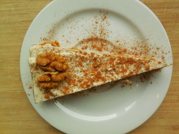 Raw cake: taart met noten, wortel, dadels, citroen, kokos, kaneel en nootmuskaat. Vegan, glutenvrij, suikervrij!