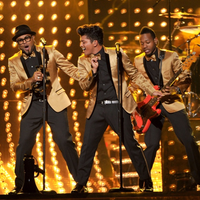 Obsessed with everything about Bruno Mars performance