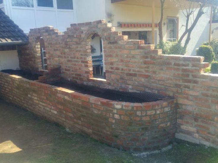 Sichtschutz mit Hochbeet aus alten Backsteinen – B…