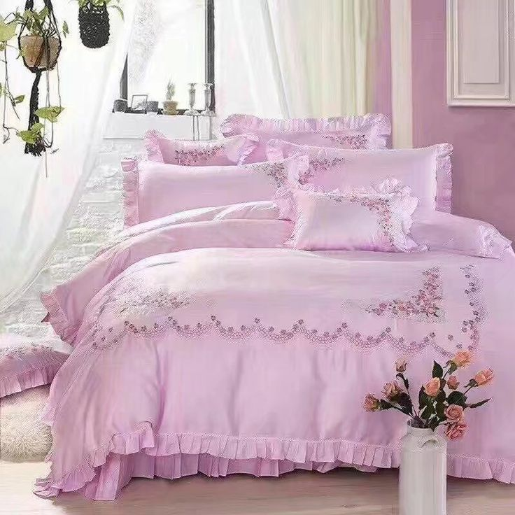 include  1pcs duvet cover 220*240cm  1pcs bed sheet 250*270cm  2pcs pillow cases 50*50cm  2pcs pillowsham 48*74cm    All products we have available. So is ready to send.