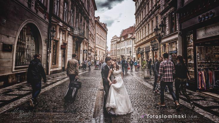 Today #amazing #Prague www.fotoslominski.pl #fotografia #wrocław #fotograf na #ślub. Dzisiaj sesja ślubna w Pradze. Już widzieliście kilka moich zdjęć z Pragi i już niebawem kolejne ponieważ szykuje się kolejny wyjazd. A już jutro jadę do Karpacza i na Śnieżkę będziemy się wdrapywać.