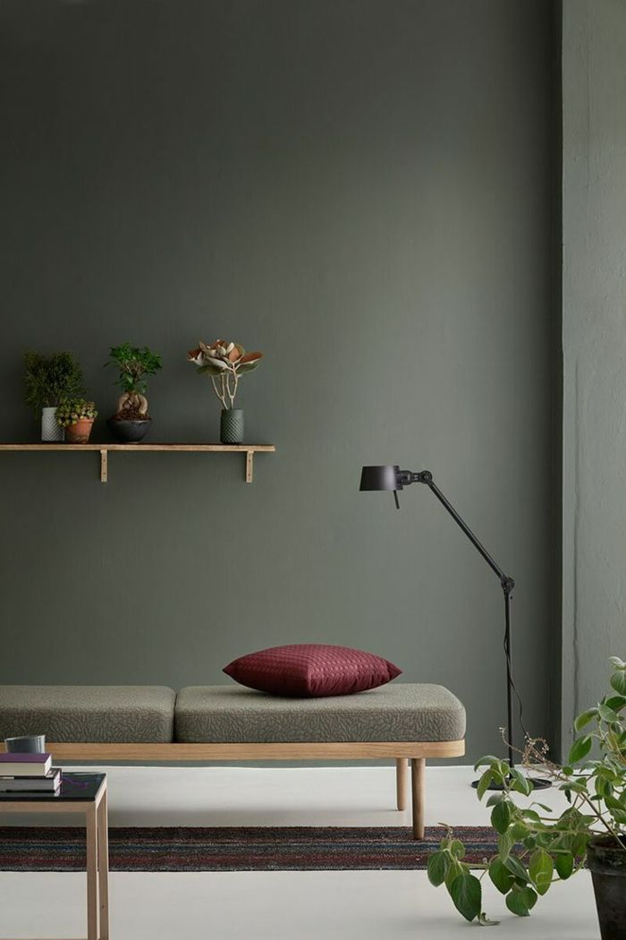Quelle Couleur Va Avec Le Kaki Deco Salon Kaki Et Bordeaux Living Room Decor Inspiration Minimalist Living Room Green Bedroom Walls