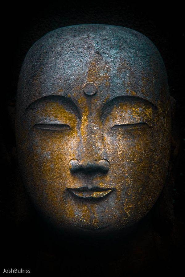 """buddhabe: Buddha. Kamakura, Japan.""""Vivons donc heureusement, sans haïr ceux qui nous haïssent."""""""