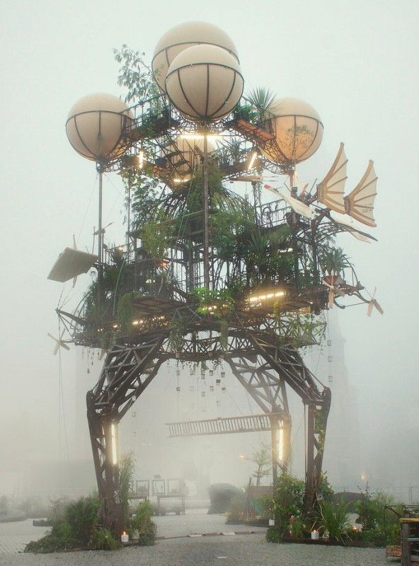"kinetic sculpture :: The ""Moving"" Monument ( by La Machine )"