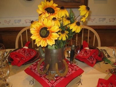 Cute centerpiece idea, but I would want to do a different flower for my wedding.