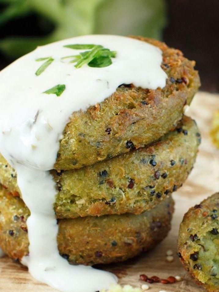 ¿QUIERES APRENDER MÁS RECETAS DE FORMA DIFERENTE?. Estas Hamburguesas de Brócoli son una buena idea para cambiar la forma de cocinar el #brocoli. Así las comidas no volverán a ser siempre aburridas. #Hamburguesas #recetasfaciles #recetascaseras #salud #nutricion #comidasana #comidasaludable #recetasaludable #entrantes #recetasveganas #veganas Snack Recipes, Snacks, Salmon Burgers, Yummy Food, Ethnic Recipes, Tortillas, Healthy Vegetarian Meals, Burger Recipes, Mexican Food Recipes